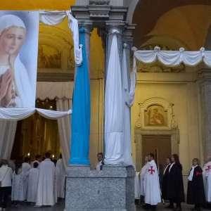 Vierge pèlerine de Fatima à Arcore 2016 avec E.T. Mgr. Mario Del Pini, Vicaire général du diocèse de Milan