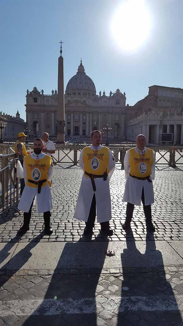 templari di brescia in piazza san pietro e vaticano